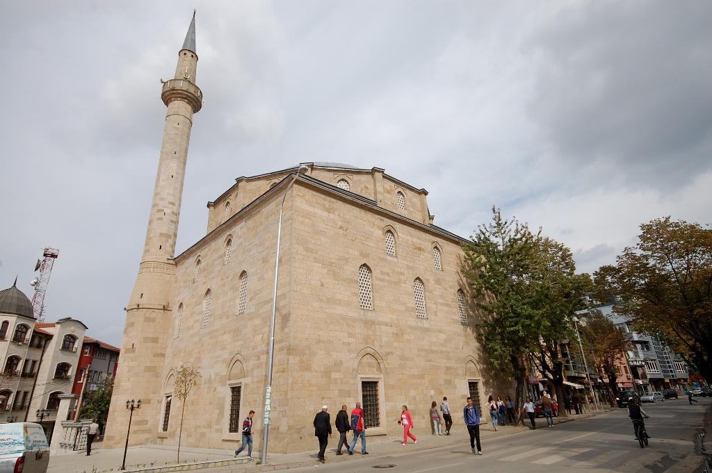 Namazi i Fitër Bajramit do të falet në xhami