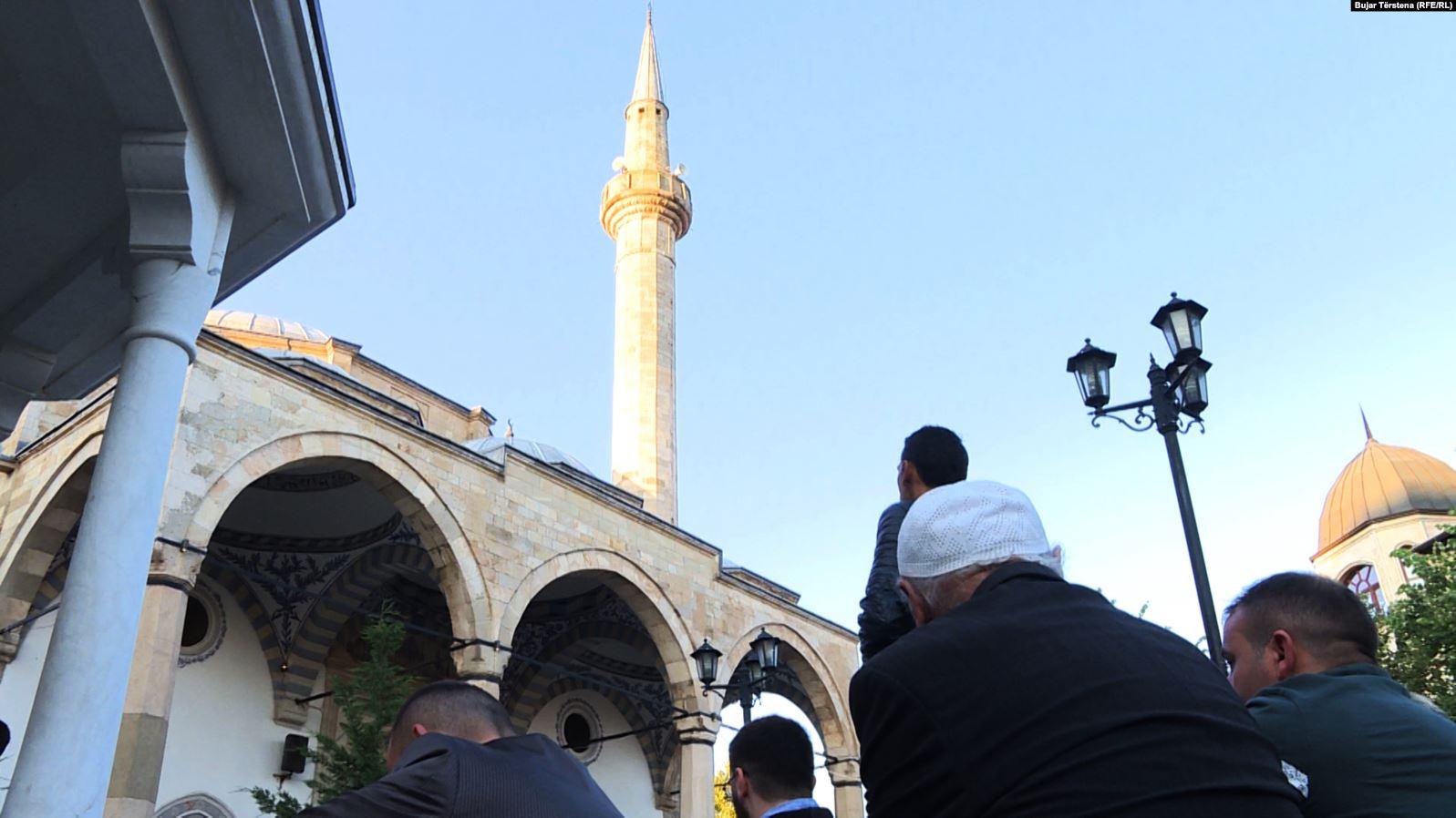 Mëngjesin e Fitër Bajramit, hajdutët vodhën arkën e një xhamie në Vushtrri