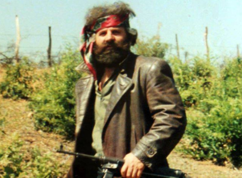 Bashkëluftëtari i Adem Jasharit tregon fjalët e komandantit kur tanku serb hyri në lagjen e Jasharëve