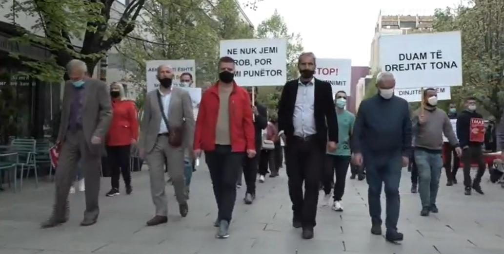 Protestojnë punëtorët e sektorit privat, kërkojnë pagën minimale 300 euro